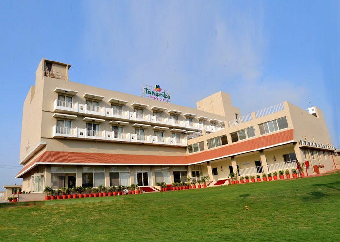 Shegaon Hotel - Tanarika Resort is on Shegaon Railway route in Bhusawal. The Resort is 3 star and its best in the region. Staff is good too and its food too. its like a complete package we were searching for near Shegaon.
